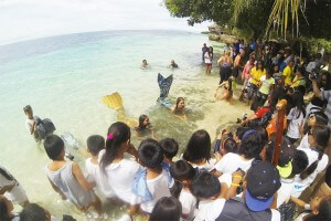 Cleaning day with mermaids and divers in Cebu