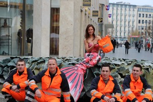 Mermaid Kat fights agains plastic bags in Germany