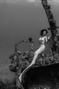 Underwater Stunt Model Kat posing on a ship wreck