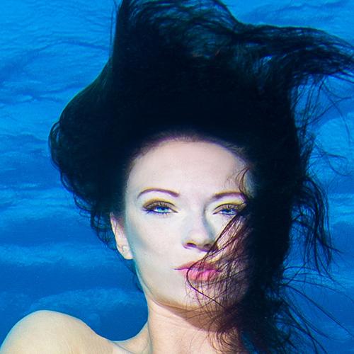 Underwater modeling tips - use waterproof make up