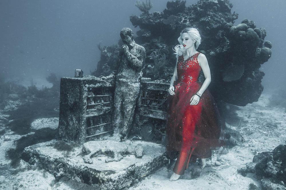 Underwater model photography with Ian Gray - Underwater Model Mermaid Kat