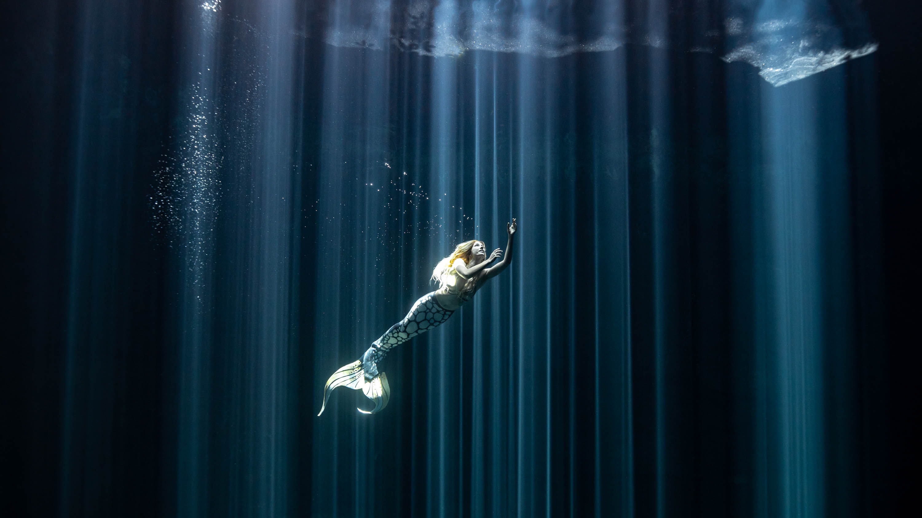Underwater mermaid shoot in the cenotes of Mexico