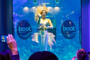 Mermaid Kat is a professional mermaid and performs in underwater shows - Boot Düsseldorf 2020