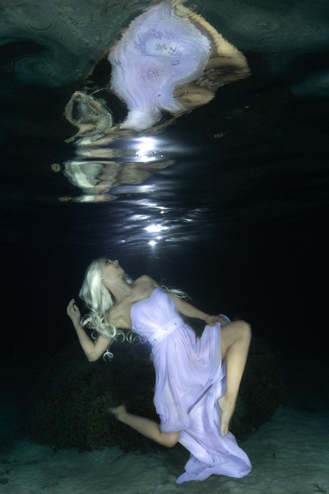 Underwater Model and Stuntwoman Katrin Gray from Perth Australia - Ian Gray Photography